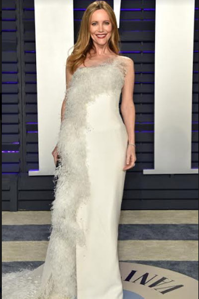 Leslie Mann's smooth waves and clean, glowing skin look as great with her Ralph & Russo Couture white silk crêpe column gown and asymmetric ostrich feather appliqué.