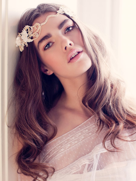 FALL 2016 Trend: A makeup application that is in alignment and harmony with the bride enhances enhances her attributes.