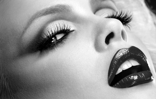 Lashes, an infallible, eternal method of seduction – can never be long enough.