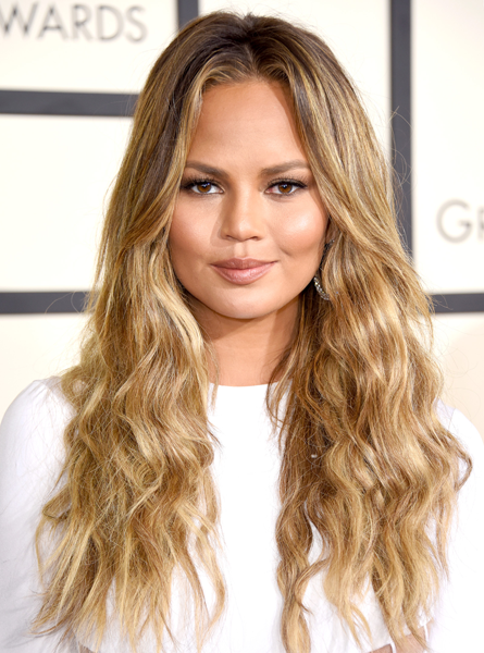 Chrissy Teigen wore her blonde highlights in bombshell beachy waves.